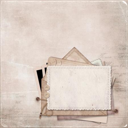 はがきや手紙の古いヴィンテージ背景の古いはがきや手紙のスタックのスタックとビンテージ背景