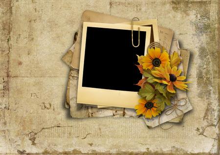 flores de cumpleaños: Fondo sucio con la tarjeta vieja y bouquet