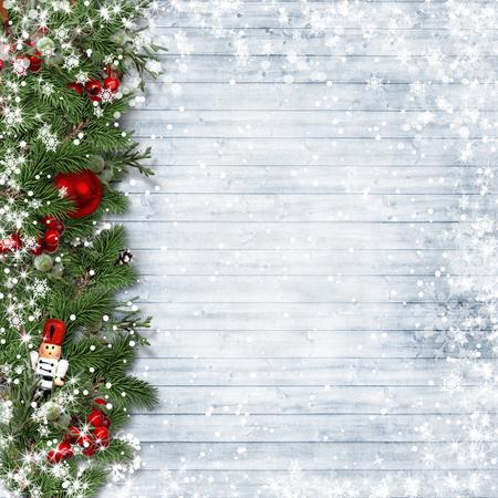 Frontera de la Navidad con acebo y cascanueces en la cosecha de madera.