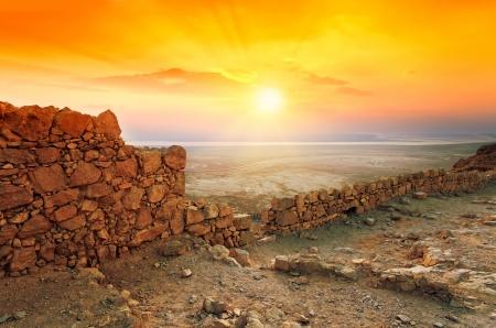 유대 사막에서 마사다 요새 위에 아름 다운 일출 스톡 콘텐츠