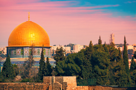 al aqsa: Dome of the Rock on the Temple Mount in Jerusalem at sunset Stock Photo