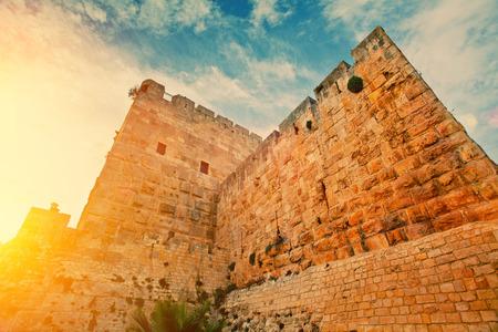 오래 된 도시 예루살렘에서 고 대 벽