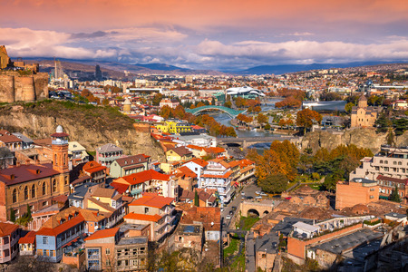 Nádherný panoramatický výhled na Tbilisi při západu slunce, Gruzie země Reklamní fotografie