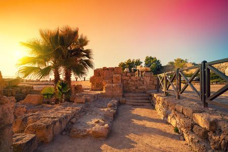 이스라엘 가이사랴에있는 고대 도시의 유적 스톡 콘텐츠