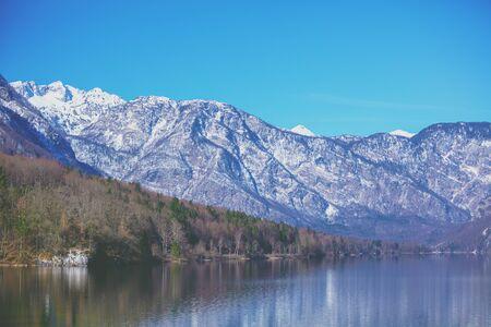 Mountain lake on a sunny day. Lake Bohinj (Bohinjsko jezero), Slovenia, Europe Zdjęcie Seryjne