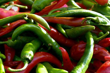 Pflanzen: Red chilli and green pepper
