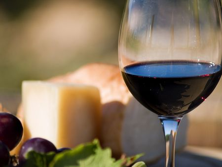 Далмация: still close up of glass of red wine and cheese Фото со стока