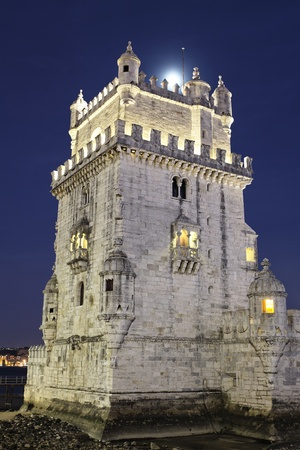 lisbonne: The Tower of Belem by night. Lisbon, Portugal.  Editorial