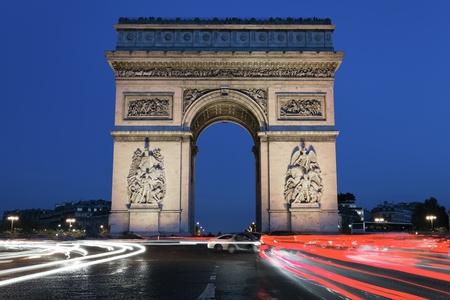 gaulle: Arc de Triomphe by night, Paris France