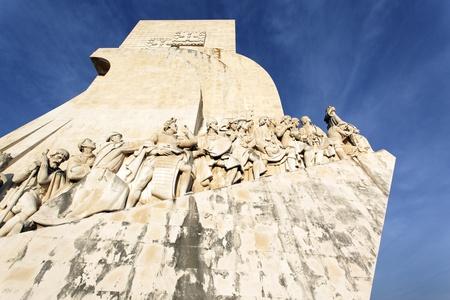 descubridor: Padrao dos Descobrimentos y el cielo azul en Lisboa