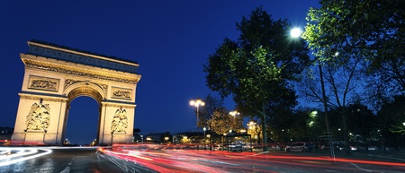 charles de gaulle: Panoramic view of Arc de Triomphe by night, Paris Stock Photo