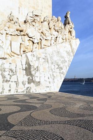 descubridor: Padrao dos Descobrimentos, famoso monumento en Lisboa Editorial