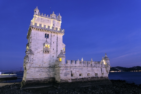lisbonne: famous Tower of Belem by night. Lisbon, Portugal.  Editorial