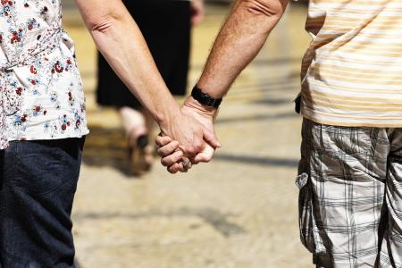 companionship: Amor concepto. Mano a mano el amor. Pareja