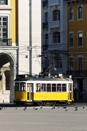 lisbonne: Typical yellow Tram in old street, Lisbon Editorial