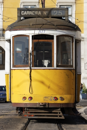 lisbonne: Typical yellow Tram in old street, Lisbon, Portugal  Editorial