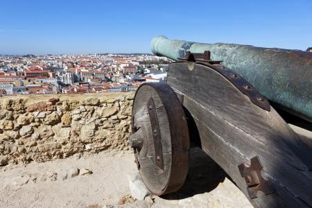 bombard: famoso cannone del castello di Saint George a Lisbona