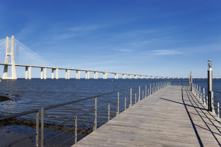 lisbonne: view of the big Vasco da Gama bridge in Lisbon