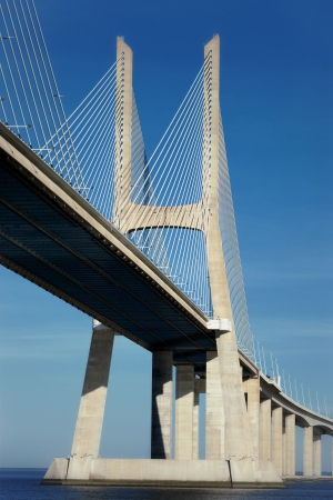 lisbonne: part of the Vasco da Gama bridge in Lisbon, Portugal