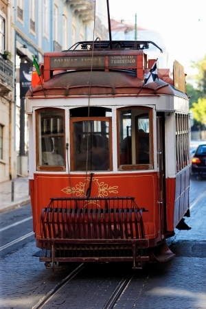 lisbonne: Typical red Tram in old Lisbon street Editorial