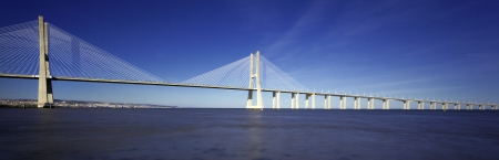 lisbonne: panoramic view of famous Vasco da Gama bridge in Lisbon