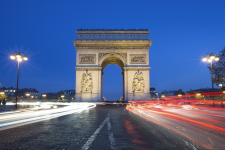 triomphe: The famous Arc de Triomphe by night, Paris France