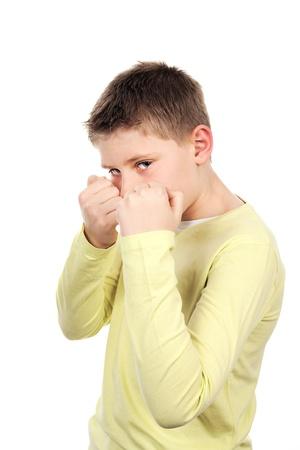 niño sin camisa: niño combativo joven en estudio Foto de archivo
