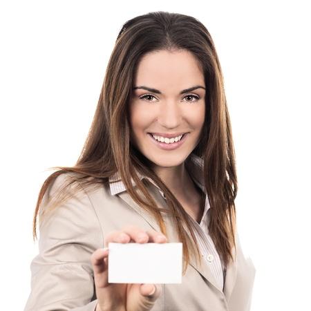 carta identit�: donna d'affari in possesso di un biglietto da visita bianco su sfondo bianco Archivio Fotografico