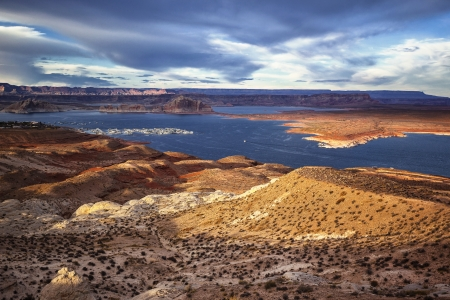 lake powell: Port for white yachts on Lake Powell. USA