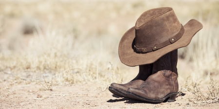 brown cowboy hat and boots outdoor, panoramic view Zdjęcie Seryjne