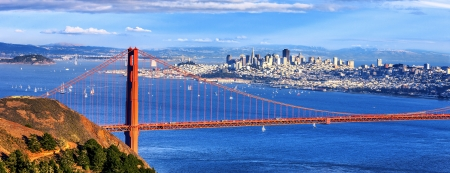 gate: Panoramic view of famous Golden Gate Bridge and downtown San Francisco