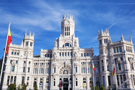 palacio: Cibeles Palace is the most prominent of the buildings at the Plaza de Cibeles in Madrid, Spain