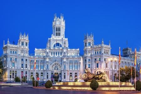 plaza de la cibeles: Plaza de la Cibeles de noche, Madrid, Espa�a. Editorial