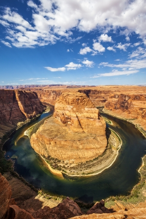 red horse: Vertical view of famous Horseshoe Bend, USA