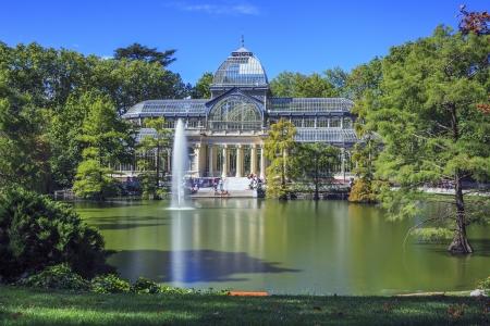 palacio: Famous Crystal Palace (Palacio de cristal) in Retiro Park,Madrid, Spain.  Editorial
