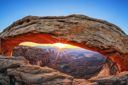 natural landmark: Famous sunrise at Mesa Arch in Canyonlands National Park, Utah, USA