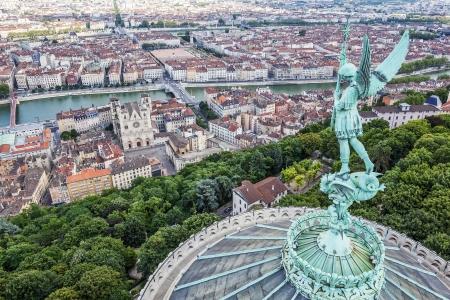 リヨン フルヴィエールのノートルダム、フランスのトップからの眺め 写真素材