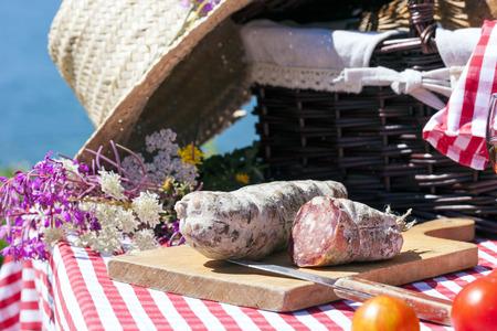 charcutería: Picnic en los Alpes franceses con salami