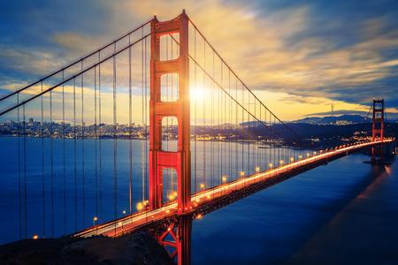 日の出、San Francisco、アメリカで有名なゴールデン ゲート ブリッジ 写真素材