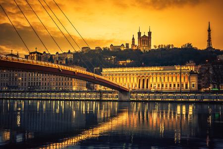 Widok Saone rzeki o zachodzie słońca, Lyon, Francja.