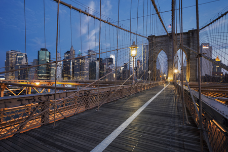 日の出、ニューヨークのブルックリン橋。 写真素材
