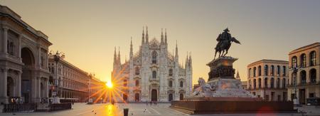 milánó: Dóm napkeltekor, Milánó, Európában.