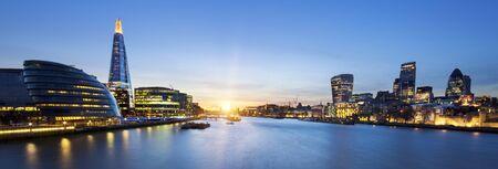 Una vista dallo skyline di Londra dal Tower Bridge.