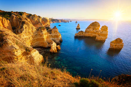 View seafront at sunrise, Algarve, Portugal Imagens