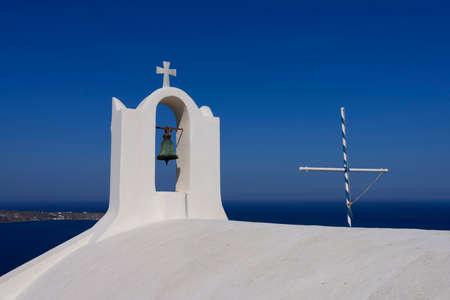 View of church dome in Oia, Santorini, Greece 免版税图像