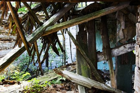 a ruined hut with no Windows or doors in the jungle. 版權商用圖片