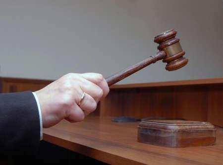 martillo juez: Mano parece un martillo de madera