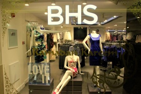 carrefour: BHS Shop in Dubai Decorated for Ramadan and Eid Editorial
