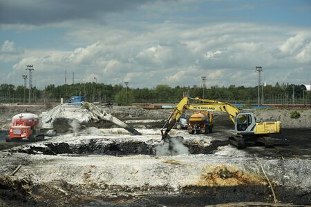 OSTRAVA, CZECH REPUBLIC, NOVEMBER 28, 2018: Liquidation of remediation of landfills waste of oil and toxic substances sludge, burnt lime is applied to oil pollution by means of fine cutter excavator Archivio Fotografico - 129998888