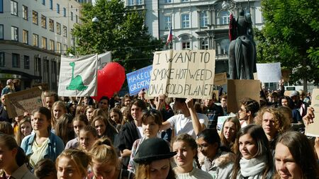 BRNO, CZECH REPUBLIC, SEPTEMBER 20, 2019: Friday for future, demonstration against climate change, banner sign I want to smoke hot weed on a cold planet, crowd young people students ecology Archivio Fotografico - 131611718